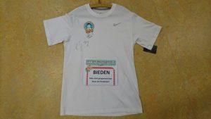 Kledingbeurs voor activiteiten in de wijk Noordveen – Bieden op een door Klaas Jan Huntelaar gesigneerd shirt