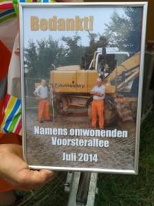 Wijkbewoners danken personeel Dusseldorp voor verzette werk in Voorsterallee