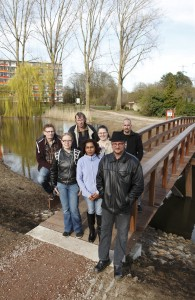 Betrokken bewoners bij brug in heringerichte Wijnhofpark - Fotografie: Erwin Zijlstra