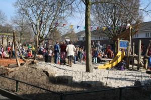 Drukbezochte opening speeltuin Praebsterkamp (+filmpje)
