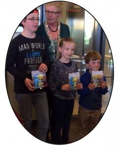 Prijsuitreiking ballonwedstrijd Van der Capellenlaan tijdens creatieve/spel-middag voor jong & oud